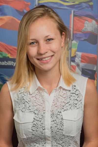 Madeline Mahnick - Nepal student
